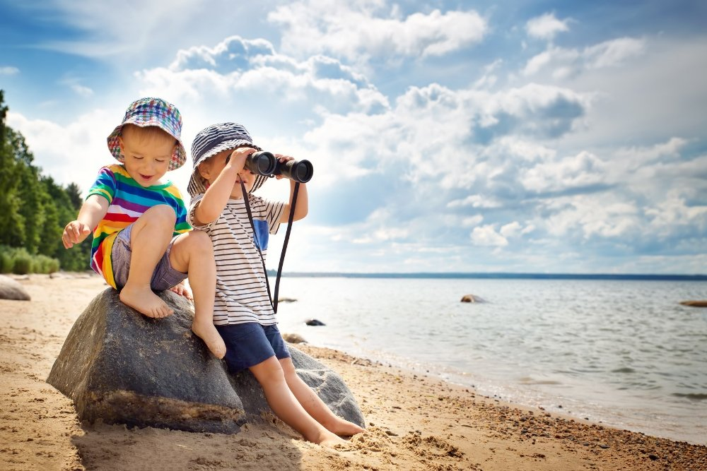 best-kids-binoculars-beach