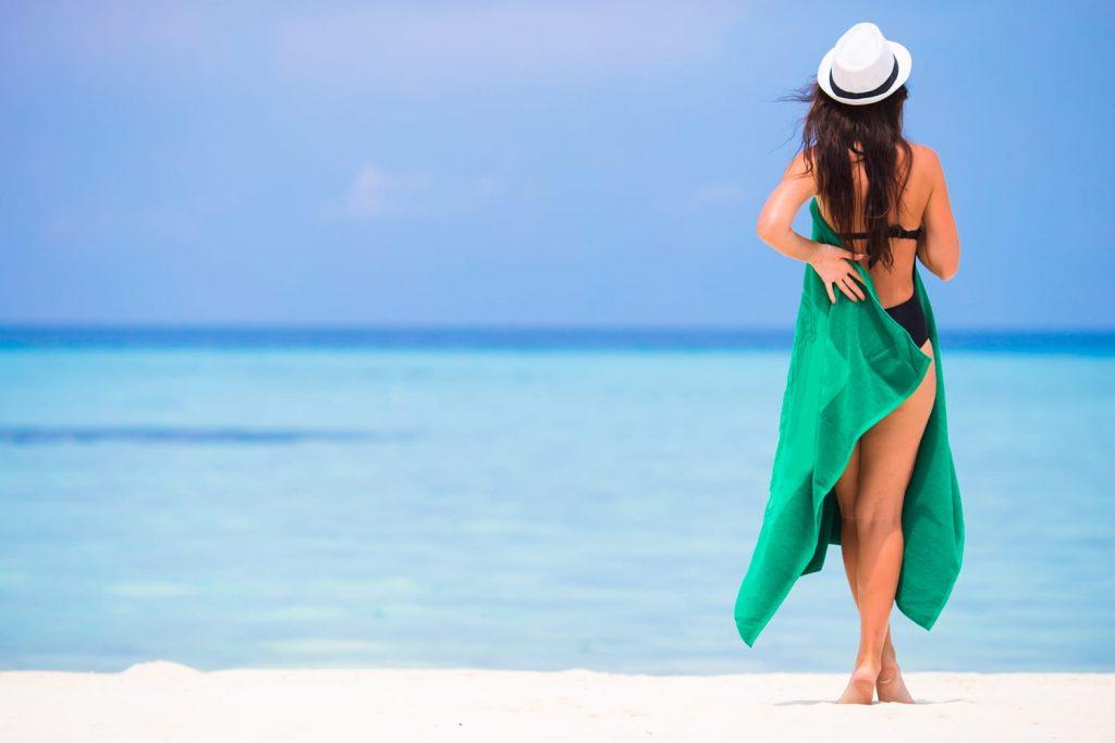 woman-beach-towel